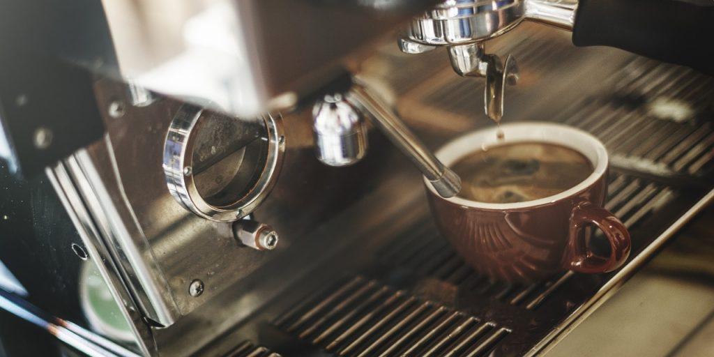 Jaki ekspres do kawy z młynkiem wybrać